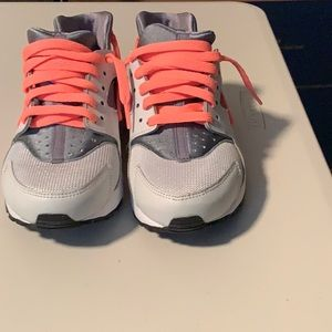 Used size 4.5 kids Nike Huarache   sneakers